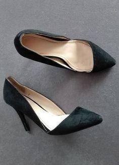 Kup mój przedmiot na #vintedpl http://www.vinted.pl/damskie-obuwie/na-wysokim-obcasie/14541553-asymetryczne-zamszowe-szpilki-z-wycieciami