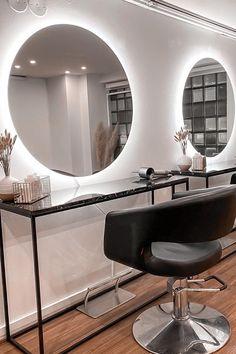 Kauneusstudio For You:n toimipisteen uudistuksessa seinille ripustettiin kaksi Halo-valopeiliä. #halo #peili #valopeili #liiketila #studio #moderni #helatukku Decor, Furniture, Home, Mirror, Home Decor