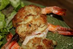 Ingredients 18-24 jumbo shrimp, peeled but with tail tip intact, deveined and butterflied 1/2 pound of lump crabmeat 1 sleeve of crushed Rit...