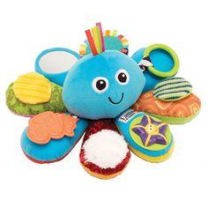 Mit der farbenfrohen Spielkrake Octivity von Lamaze hat Ihr Kind nicht nur einen lustigen Spielgefährten sondern trainiert dabei auch noch seine Sinne. Die unterschiedlichen Materialen mit den liebevollen Details fördern den Entwicklungsprozess der Feinmotorik und dank der bunten Farben auch die visuelle Wahrnehmung Ihres Kindes.