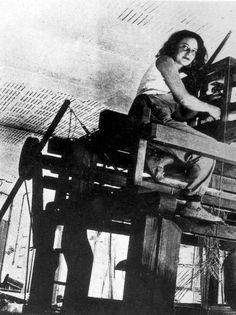 Women of Bauhaus: Otti Berger At The High Loom, 1920s - Unknown Photographer (Bauhaus Archive - Berlin)