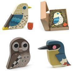 Nos gustan estos pájaros de madera, que vienen presentados en una preciosa caja-nido (de Matt Sewell)