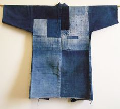 Sri writes: I've shown several fantastically good indigo dyed boro noragi or work coats. This one I am showing to day, I think, is a very good one–and one that is of the same high quality as the ones I've shown before.