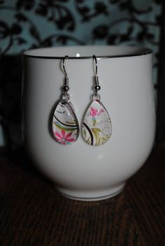 Revamping old jewelry with etching Silverware Jewelry, Old Jewelry, Simple Jewelry, Resin Jewelry, Cute Jewelry, Jewelry Crafts, Beaded Jewelry, Handmade Jewelry, Jewelry Making