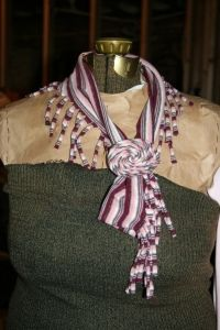 8 simple no sew variations of the T-shirt scarf, with links and tutorials