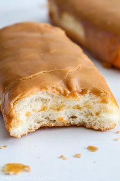 Maple Dessert Recipes, Just Desserts, Delicious Desserts, Fluff Desserts, Yummy Food, Tasty, Maple Donut Glaze, Maple Donuts, Donut Glaze Recipes