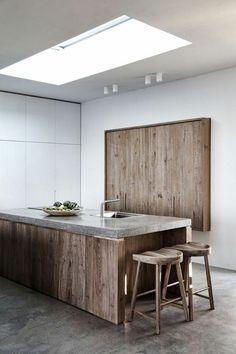 plan de travail béton ciré, credence de cuisine en bois foncé