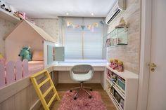 quarto de menina tumblr com escrivaninha, tabele e casinha