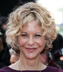 Frauen Leicht Geschweiften Kurzen Haarschnitten Google Suche Frisuren Lockige Frisuren Haarschnitt