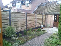 Hout-beton-schutting-antraciet-met-21-planks-grenen-schermen-horizontaal..jpg (2560×1920)