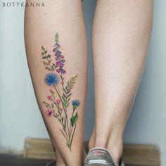 Body – Tattoo's – Botyk Tattoo — wildflowers einzigartige Body – Tattoos – Botyk Tattoo – Wildblumen 1000 Tattoos, Time Tattoos, Body Art Tattoos, Small Tattoos, Sleeve Tattoos, Tatoos, Color Tattoos, Tattoo Life, Get A Tattoo