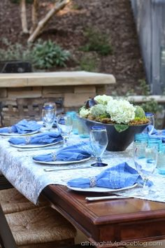 Outdoor Dining: Beautiful in Blue