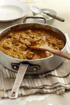 15 x Eenpotgeregte Dis die lekkerste manier van kook. Gooi alles saam - vleis, groente, kruie - en proe hoe goed pas al die geure in net een pot. Curry Recipes, Meat Recipes, Indian Food Recipes, Cooking Recipes, Recipies, Oxtail Recipes, Kitchen Recipes, Easy Cooking, South African Dishes