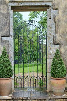 Billedresultat for havelåge sverige Iron Garden Gates, Garden Doors, Iron Gates, Metal Gates, Love Garden, Dream Garden, Portal, Cheap Pergola, Backyard Patio