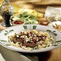 Steak Gorgonzola Alfredo - this recipe tastes EXACTLY like Olive Gardens!!!