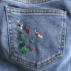 Swipe to see some pics! Shoutout to my best gal For introducing me to embroidery 🧵 love you! Would you guys like more DIY artsy… Painted Jeans, Painted Clothes, Diy Fashion, Ideias Fashion, Fashion Outfits, Diy Clothing, Custom Clothes, Customised Clothes, Diy Broderie