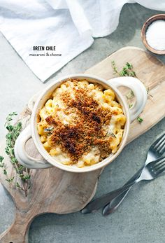 Photography : A Happy Food Dance Read More on SMP: http://www.stylemepretty.com/living/2015/10/24/green-chile-macaroni-cheese/