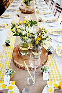 Fantastic decoration ideas for a garden party! - delicate table decoration with flowers in yellow - Outdoor Dinner Parties, Outdoor Entertaining, Garden Parties, Summer Parties, Garden Party Decorations, Table Decorations, Outdoor Table Centerpieces, Lemon Centerpieces, Green Decoration