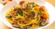 Vénuszkagylós spagetti recept (Spaghetti alle vongole): Ez a vénuszkagylós spagetti recept (olasz nevén: Spaghetti alle vongole) egy klasszikus olasz fogás! Friss, gyors, finom, egészséges! Ha van rá módod, mindenképp próbáld ki! Hungarian Recipes, Hungarian Food, Wok, Ethnic Recipes, Spagetti, Hungarian Cuisine