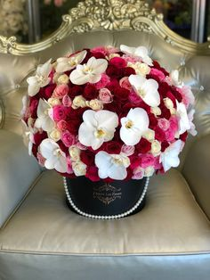 Signature 200 Multicolor Roses With Orchids have always been considered as the flower of elegance, love, romance, and passion. This stunning rose in a box of pink, red & ivory roses with single orchids carefully put together. Flower Box Gift, Flower Boxes, Luxury Flowers, Beautiful Flowers, Rosen Box, Deco Floral, Flower Designs, Planting Flowers, Floral Arrangements