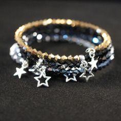 Bracelet multirang perles cristal swarovski, breloques étoiles (fil mémoire de forme)