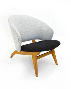 Theo Ruth; Beech Lounge Chair for Artifort, 1959.