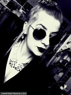 #Vampirefreaks member Mary Armageddon showing us her Nu-Goth look all the way from Poland.