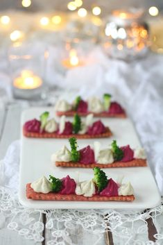 Light fingerfood with creamy cheese and crunchy shortcrust