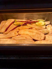 ΜΑΓΕΙΡΙΚΗ ΚΑΙ ΣΥΝΤΑΓΕΣ 2: Μελιτζάνες φούρνου σκέτο μέλι !!! Greek Cooking, Greek Recipes, Cooking Recipes, Lunch, Bread, Cakes, Food, Diy, Cake Makers
