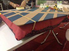 <p>A blogueira Thalita Carvalho ensina como fazer a peça com placa de MDF, tecido e </p>