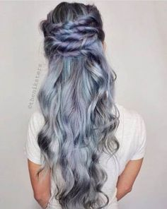 Icy blue and purple hair color. Lavender and blue hair. Twisted half up half… Icy Blue Hair, Silver Blue Hair, Hair Color Purple, New Hair Colors, Cool Hair Color, Half And Half Hair, Creative Hair Color, Belle Hairstyle, Lavender Hair