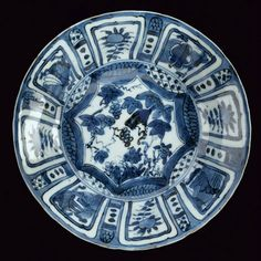 A Kraak blue and white porcelain small dish, Wanli period - Alain. Earthenware, Stoneware, Blue And White China, White Plates, White Porcelain, White Ceramics, Pottery, Vase, Dishes
