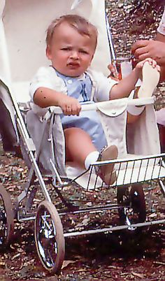 child with in Vintage Pram, Baby Prams, Baby Carriage, Toddler Outfits, Kids And Parenting, Childhood Memories, Real Life, Baby Strollers, Photographers