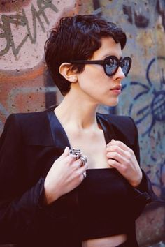 Short hair pixie cut hairstyle with glasses ideas 87