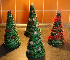 Tvoření pro radost: Vánoční dekorace z papíru Shanty Chic, Christmas Tree, Holiday Decor, Winter, Home Decor, Art, Christmas Ornaments, Ideas, Teal Christmas Tree