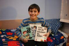 """Andrei y sus libros preferidos. Gracias a él, esta librera descubrió """"No juzgues a un libro por su cubierta"""". No tenemos duda que es un buen explorador del mundo..."""