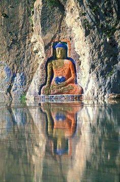 A serene Amitabha Buddha near a lake Amitabha Buddha, Gautama Buddha, Statues, Buddhist Philosophy, Tibetan Art, Buddha Art, Ancient Architecture, Ancient Art, Belle Photo