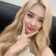 Wonderland, Woman Crush, Pretty Woman, Kpop Girls, Korean Girl, Girl Group, Hoop Earrings, Female, Beauty
