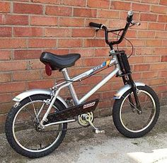 I used to have one of these bikes. The Raleigh Strika. I loved this bike! Not as big as a Raleigh Grifter and there were no gears. Push Bikes, Bmx Bikes, Cool Bikes, Raleigh Bicycle, Raleigh Bikes, Magic Memories, My Childhood Memories, Raleigh Grifter, Raleigh Burner