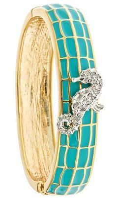 I want this little seahorse on my wrist, please!
