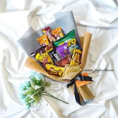 [New] The 10 Best Snack Ideas Today (with Pictures) - Buket Snack . Request : start from Buket Snack Order : 082133004983 (WA) Hand Bouquet, Diy Bouquet, Rose Bouquet, Flower Packaging, Gift Packaging, Diy Flowers, Paper Flowers, Diy Snacks, Food Gifts