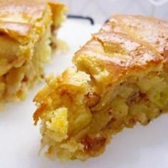 Apple cobbler pie.  Sheila Gleaves, show this to mom to make with all the apples.