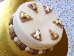 Doggy Cake (for dogs with cinnamon) http://dinavilaga.blogspot.hu/2013/11/bmw-es-kutyatorta-egyszerre.html