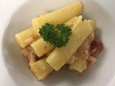 Alcuni momenti di ieri sera per la manifestazione  Le vie del gusto una bellissima serata in compagnia dei nostri ospiti, insieme agli #AmicidelCasamale che hanno suonato con garbo la tammorra e i canti della tradizione popolare. Abbiamo preparato, una genovese di baccalà, un risotto con provola di Agerola e limone, il baccalà con pomodorini, pinoli, olive su crema di broccoli, ovviamente non poteva mancare il nostro cuoco di baccalà. www.lalanternaristorante.it