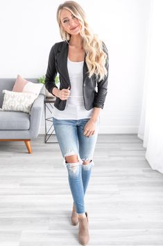 Add some class and sass to your wardrobe with our Essential Blazer! This piece is the perfect combination of comfort and class! Girly Outfits, Cute Casual Outfits, Pretty Outfits, Stylish Outfits, Fashion Outfits, Fashion Clothes, Beautiful Outfits, Modest Fashion, Work Outfits