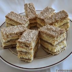 Ukrán stories and pictures at blikkruzs. Fun Desserts, Delicious Desserts, Dessert Recipes, Yummy Food, Raw Food Recipes, Sweet Recipes, Cookie Recipes, Salty Snacks, Hungarian Recipes