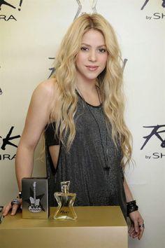 Shakira Lança a Sua Quinta Fragrância e Fala Sobre a Gravidez do Segundo Filho http://evpo.st/ZzxAk6