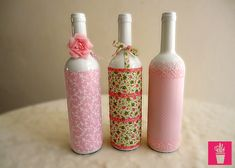 how to fabric decoupage wine bottle Wine Bottle Corks, Glass Bottle Crafts, Diy Bottle, Bottle Art, Bottles And Jars, Glass Bottles, Decopage, Altered Bottles, Recycled Bottles