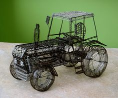 traktor Wire Art Sculpture, Wood Toys, Amazing Things, Woodworking, Desk, Diy Crafts, Models, Ornaments, Cool Stuff