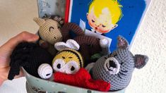 Månedens opskrift – Sangkufferten – Luna & AJDesign Knitted Animals, Treble Clef, Crochet For Kids, Kids Crafts, Maya, Scandinavian, Dinosaur Stuffed Animal, Singing, Swarovski